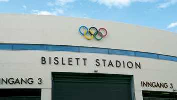 OL- ringene fra 1952 på plass igjen over den nye Maratonporten.