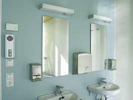Toaletter i dus blå farge.