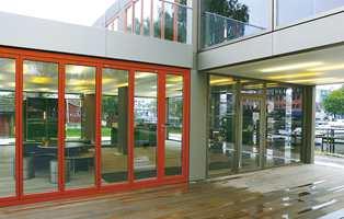 Her kaller man det ikke vegger, men paneler. Med paneler har man alle designmuligheter; man kan benytte mange andre materialer enn glass.