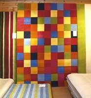 Orientalske tepper er nesten helt erstattet med designtepper i til dels veldig friske farger. Her fra showrommet til Gulvex, markedetsleder på avpassete tepper.