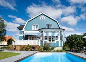 Fordi blå hus er litt uvanlig opplever vi at de blir ekstra synlig. Bilde fra Folkpool.