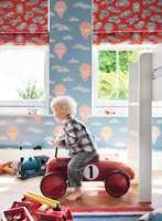 <b>FÔR:</b> Bruk gjerne mørkleggende tekstiler som fôr på gardinene. På barnerommet er det særlig viktig å kunne stenge solen ute når minstemann skal sove. (Foto: INTAG)