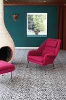 <b>STILIG KONTRAST</b> Rosa møbler er lekkert mot det sort-hvite teppet i designen Quartz.