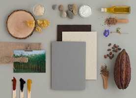 SÆREGENT Marmoleum Cocoa har malte kakaobønneskall som en av sine ingredienser.