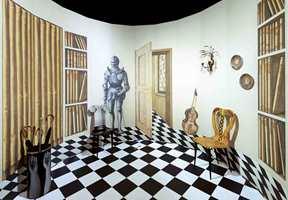 Magia Domestica er kolleksjonens mest forunderlige design. Mønsteret er laget av ti brede paneler, og er inndelt i moduler som kan gjentas og kombineres.