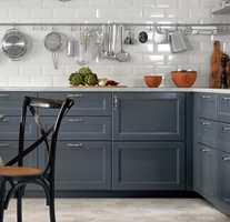 <b>HVA PASSER?</b> Når vi vil ha mer farge på kjøkkenet og innredningen er blå?
