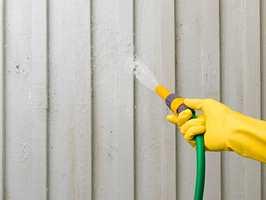 Alt malearbeid starter med en grundig rengjøring.