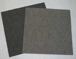 Teppeflisene er 50 x 50 cm. Grå og sortaktige farger dominerer i næringslivet.