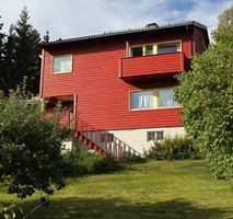 <b>RØD:</b> Med blankt eller matt avgjør du også om huset skal «stråle»  som nymalt. (Foto: Bjørg Owren/ifi.no)