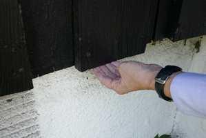 <b>USIKKER:</b> Veggen er nymalt, men ble endeveden behandlet? (Foto: Mari Rosenberg/ifi.no)