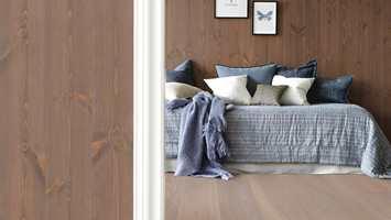 <b>NATUR:</b> Lite luner mer i norske hjem enn trepanel med kvist og synlig trestruktur. (Foto: Smartpanel)