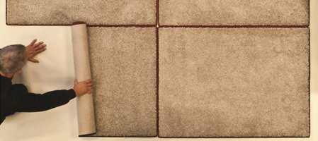 Sliter du med å finne et avpasset teppe til stuen? Kikk også blant de flotte kvalitetene som lages som banevare. Heldekkende tepper kan kappes i akkurat dine mål og i ønsket fasong!