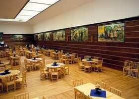 Freia-salen med en stor Munch-samling. Bildene var et bestillingsverk til Freias 25-års jubileum i 1923.