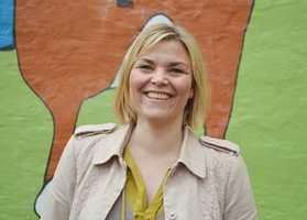 Nina Skotte er glad for å vise fram en ny og flott Freia-vegg.