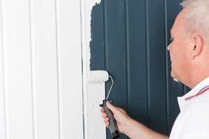 Bruk heftgrunning for å sikre at malingen holder.