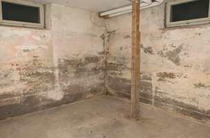 <b>KJELLER:</b> Sviktende drenering av kjellervegger og -gulv kan føre til at fukt trenger inn gjennom betongen.