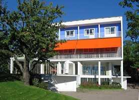 Villa Stenersen i Oslo er tegnet av arkitekt Arne Korsmo og sto ferdig i 1939. Huset skulle tjene både som bolig for kunstsamleren Rolf Stenersen og hans familie og som ramme for den store kunstsamlingen.