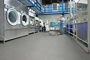 <b>VARIG VÅTT:</b> I rom der det ofte er vann eller andre væsker på gulvet, stilles høye krav til sklihemmende egenskaper hos gulvet.