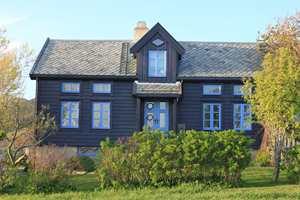 Hus tegnet av Gaia arkitekter med spesielt fokus på økologisk arkitektur når det gjelder klimatilpasning og materialbruk. Og et utseende tilpasset norsk tradisjon og byggeskikk.