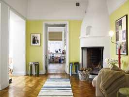 I rom man bare passerer behøver en ikke være like forsiktig med fargene som for eksempel i stuen.