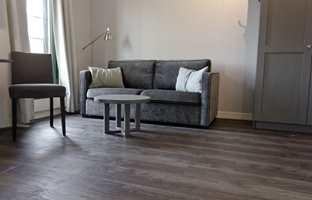 <b>FLERE ETAPPER:</b> Oppussingen av Gardermoen Apartments har pågått ett års tid, og flere ulike gulvmaterialer er brukt.
