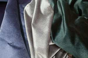 <b>ENSFARGET:</b> Ensfarget velur er tidsriktig og kler de fleste stiler. De finnes i utallige farger og kvaliteter. Disse er fra Intag.