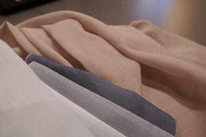 <b>STORES ANNO 2019:</b> «Stårs» (stores), også kalt sheers, er trendy, men med litt grovere tekstur og i flere farger enn på 1960-tallet.