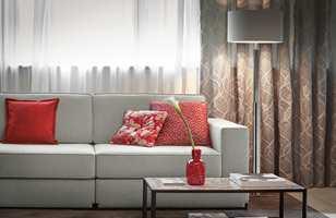 <b>TRANSPARENT:</b> De lyse, gjennomskinnelige gardinene er tilbake i vinduene. De hindrer innsyn og slipper inn lyset.