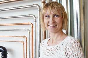 Wenche Sydhagen anbefaler å bytte ut betjeningsplaten for enkel fornyelse på baderommet.