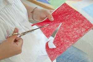 Den som heller vil lage egne julmotiver, kan klippe dem ut i det selvklebende stoffet Gekko.