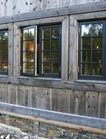 Hytte 3 - yttervegger behandlet med jernvitrol blandet med vann - en ren visuell løsning.
