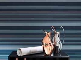 Personal Stripes rommer 47 design med sølv-, kobber- og bronseeffekter som matcher Georg Jensens produkter.