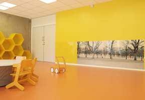 Spreke farger og myke flater gir barna i Sjøparken Kanvas-barnehage et godt innemiljø.