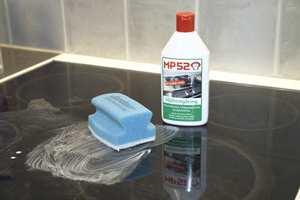 Svidd flesk. Ovnen kan trenge rengjøring både innvendig og utvendig før kakebaking og steking av mat.