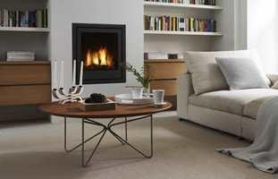 <b>KALDE TIDER:</b> Med teppe på gulvet, rengjort peis og tekstiler i sofaen er vi klare til å ønske kalde tider velkomne.