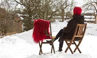 Lite slår en varm kopp kaffe og en god bok i solveggen i påsken. Men før du drar trestolene ut i snøen, er det lurt å gi beina litt pleie.