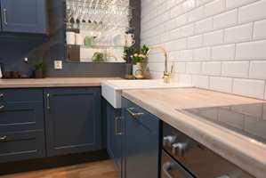 <b>OPPDATERING: </b>Et velfungerende kjøkken med utdatert utseende kan forvandles til topp moderne, ved noen timers arbeid med maling og godt verktøy.