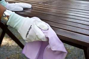 <b>VARIG VASK:</b> Hagemøbler har godt av en vask før de stues bort for vinteren.