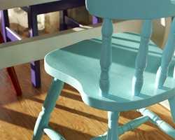 Turkis stol: Tropisk Øy IN-572 Lilla stol: Lilla Karma IN553 Begge farger fra Flügger. (Foto: Frode Larsen/ifi.no)