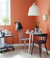 <b>KJØKKENFETT: </b>På kjøkkenet fester ikke bare støv og sotpartikler seg på vegger og innredning. Her er det også stekefett og annet i luften som kan ødelegge vedheften for malingen.