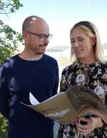 <b>FRISTER:</b> Marius Massey og Jenny Bull-Gustavsen hos Butinox frister med gode fargekombinasjoner.