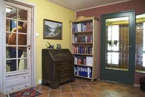 Hallen før. Her var møbler, farger og materialer fra mange ulike