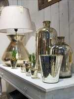 Skinnende blankt og vakkert i lysholdere for kubbelys eller telys, lamper og vaser. Fra Lama A/S. Foto: Chera Westman/ifi.no