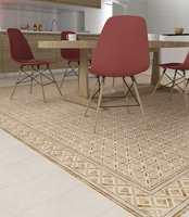 Ruter med mønster. Gulvfliser fra Golvabia. De varme fargene fra flisene klinger godt sammen med tonene i innredningen og stolene.