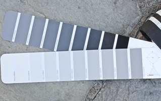 <b>NCS:</b> De såkalte akromatiske gråfargene, de helt uten kulørthet, er angitt med N i NCS-systemet.