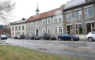<b>STILEPOKE:</b> Vi har grå hus fra mange stilepoker, de gamle gråfargene har alltid hatt en tydelig kulørthet, som her i Trondheim.