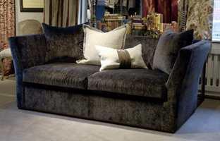 LONG WALK er en sofa til å krype opp i fra Green Apple. Den kan skreddersys etter ønskede mål.