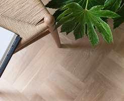 <b>GREEN FACTORY: </b>Noble Oak Scandinavia, et mønstergulv inspirert av gamle tradisjonsrike og klassiske parketter, gir en eksklusiv og moderne følelse.