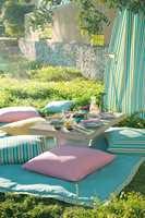Værbestandige tekstiler i pastellfarger fra den nye utendørskolleksjonen til Green Apple.