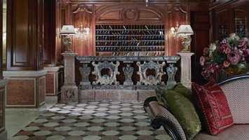 Elegante Rubelli er valgt til hotellets nye tekstiler. Legg merke til detaljrikdommen til putene.